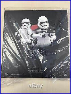 Hot Toys MMS 335 Star Wars Force Awakens First Order Stormtrooper Officer Set