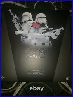 Hot Toys MMS323 1/6 Star Wars Force Awakens First Order Snowtrooper Officer Set