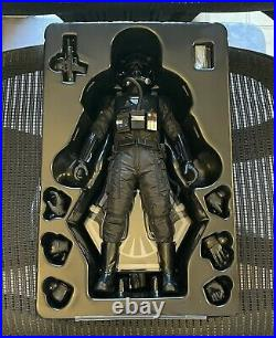 Hot Toys MMS324 Star Wars The Force Awakens 1/6th Scale First Order Tie Pilot
