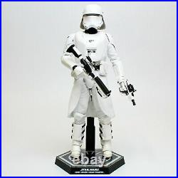 Hot Toys Star Wars First Order Snowtrooper 1/6th Scale Figure