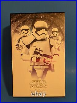 Hot Toys Star Wars First Order Stormtrooper Squad Leader White 12 16 Scale